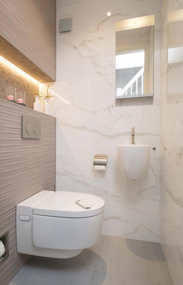 Toilet reportage